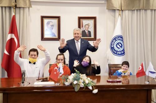 Rektör Budak, Down Sendromlu çocukları makamında ağırladı